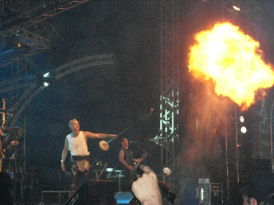 http://www.terrorizer.com/media/blogs/News/In%20Extremo%20Hellfest%201.jpg